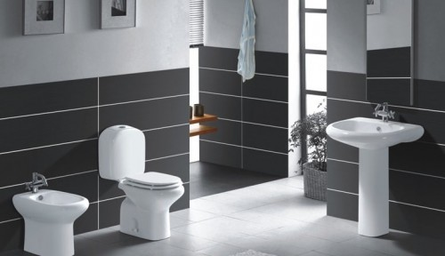 Modern-tradiotional-bathroom-with-grey-and-white-tile-walls