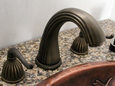 Antique Bronze Widespread Lavatory Faucet