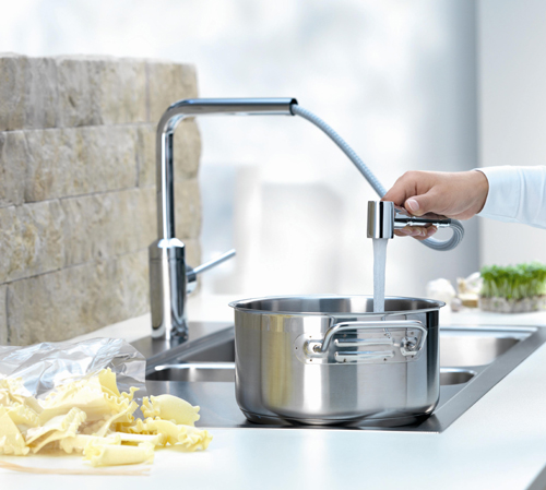 Single-lever sink mixer with swivel pull-out spout photo